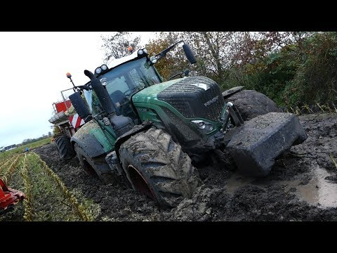 Fendt 939 Vario Gets Totally Stuck in The Mud During Maize / Corn Chopping | Häckseln 2017