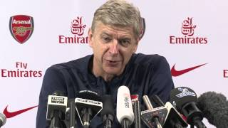 Wenger hits back at Fergie book