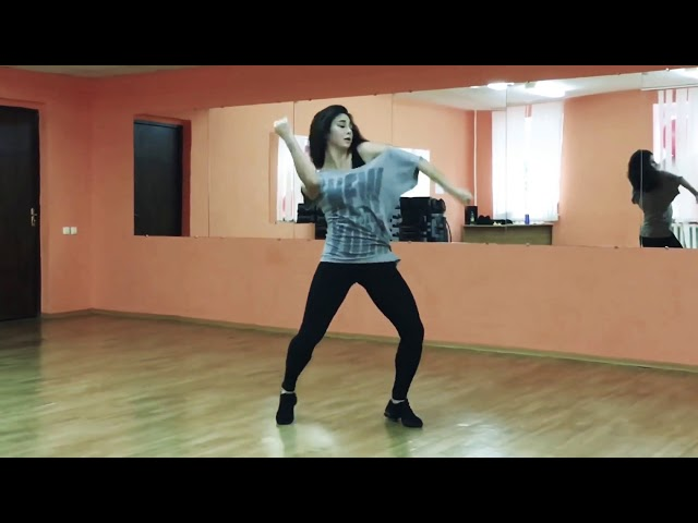 Beautiful girl dance on bom diggy