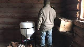 Шнековая автоматическая кормушка для курятника