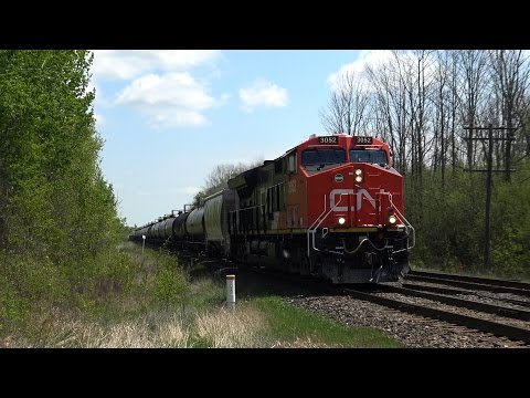 CN 3052 at Newtonville (22MAY2016)