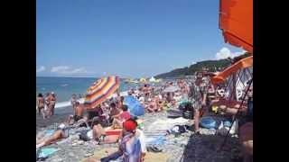 Пляж в Лоо видео 2015 года(Лоо центральный пляж видео 2015. Гостиницы возле моря недорогие номера у самого моря 8 (918) 204-76-58. Пляж в Лоо..., 2015-07-16T11:59:39.000Z)