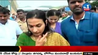Rajinikanth's Daughter Soundarya Visit Tirumala Temple || No.1 News