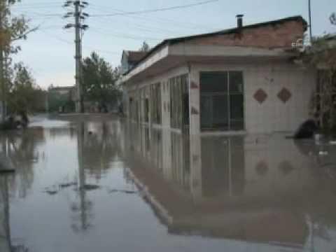 Today's Zaman -- 3 dead as flash floods hit western Turkey
