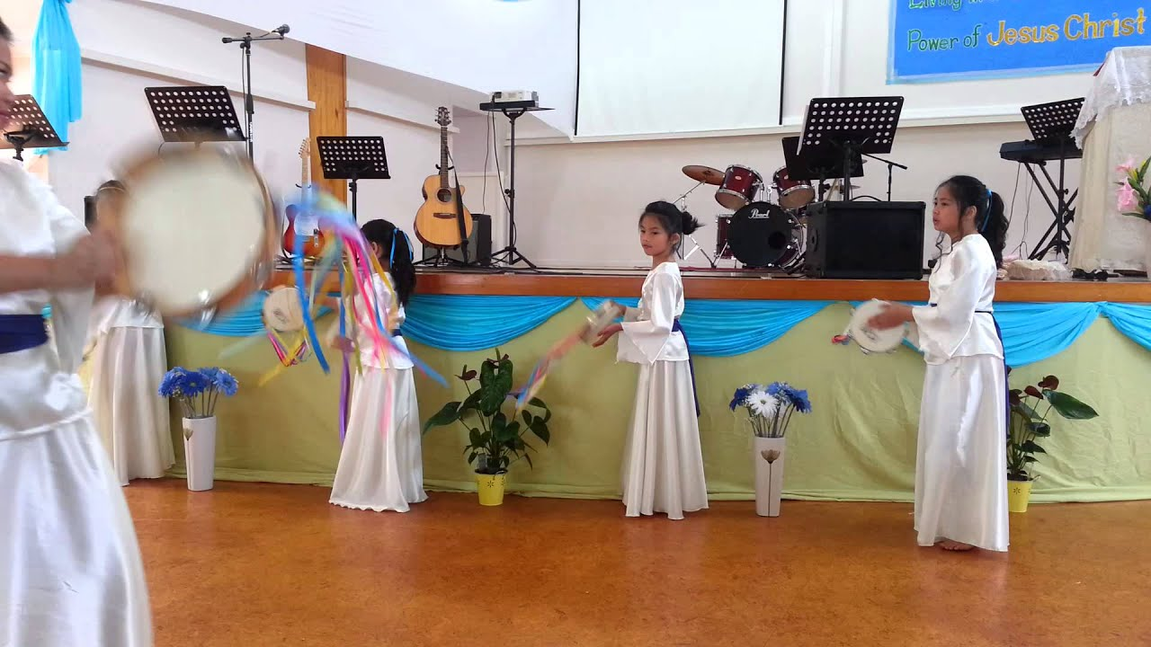 22a711458648 Kids Praise' Tambourine Dance - YouTube