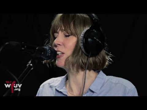 """Beth Orton - """"1973"""" (Live at WFUV)"""