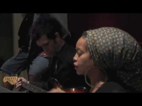 Erykah Badu & Doyle Bramhall II - Ordinary Love