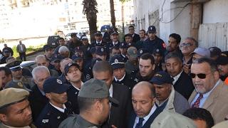 """القوات العمومية تقتحم """"مارشي كريو"""" بالبيضاء وتسقط  فوزي الشعبي أرضا فيديو: عبد النبي المساوي"""
