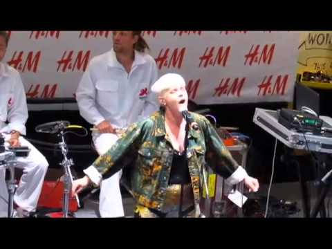 Robyn - &39;Dancing On My Own&39; - H&M In-Store - New York NY - 61911