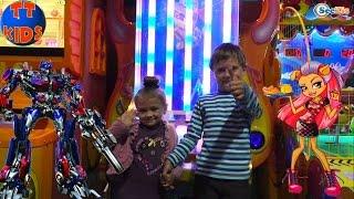 ✔ Кукла Монстер Хай с Ярославой и их новый друг – мальчик Игорек в стране игрушек. Видео для детей