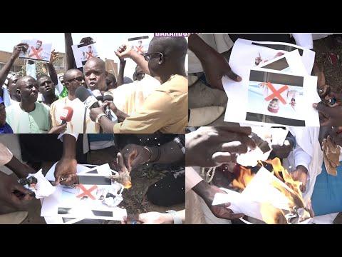 Des Mourides très en colère brûlent des Photos de Cheikh Oumar Diagne, OUSTAZ OUMAR SALL averti