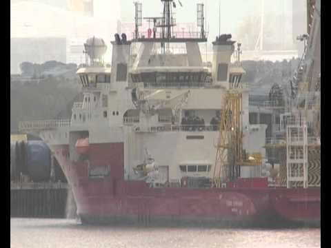 BigLift Vessel Tracer and Fugro Symphony on the River Tyne 7th July 2012