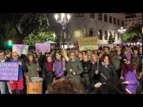 Manifestación feminista en Santander contra el machismo en las instituciones