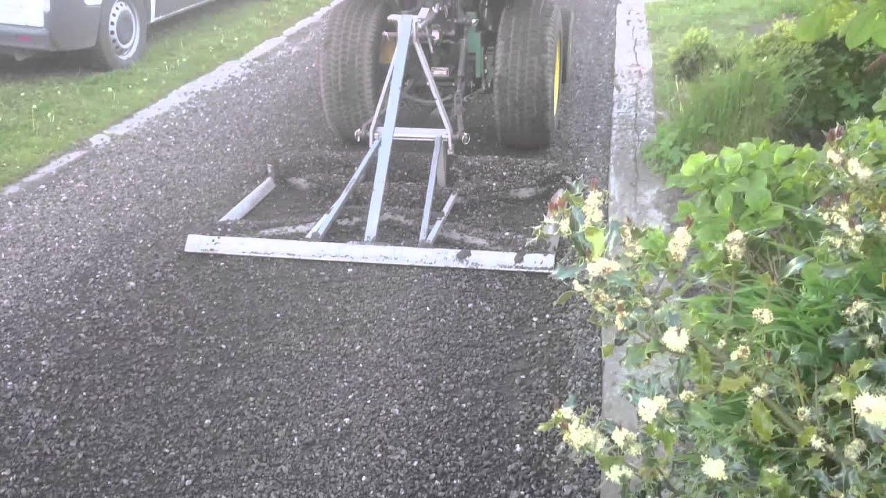 Mini tractorwerk egaliseren grind oprit youtube - Doen redelijk oprit grind ...