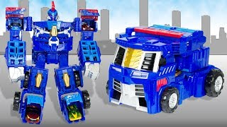 Huge Robot Transformer Turning Mecard EVAN KING and Transformers Cars Mecard.