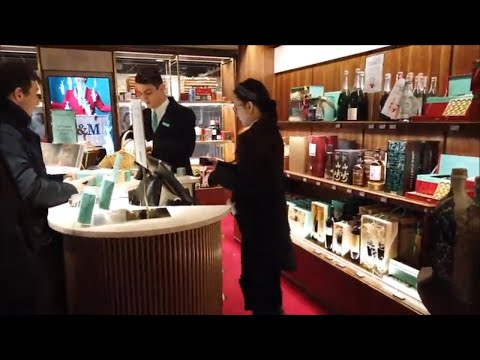 London Walk: 10 Minutes In The Royal Exchange At Bank Where I Christmas Shop In Fortnum & Mason