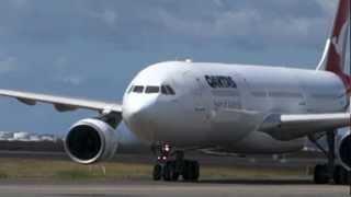 Video Qantas A330 Landing in Sydney download MP3, 3GP, MP4, WEBM, AVI, FLV Juli 2018
