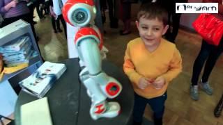 Мальчик и робот Nao