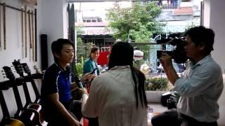 Cửa hàng nhạc cụ Whjte được THTG phỏng vấn