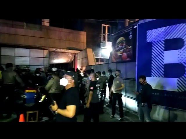 Penindakan Cafe Nakal di Surabaya Sempat Diwarnai Kericuhan!