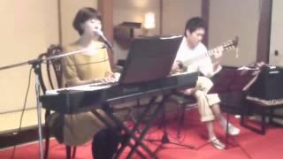 古民家で過ごす秋の午後に、古い日本のフォークソングを演奏してみました。