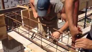 Как вязать пояс из арматуры(Перед накрытие крыши плитами нужно сделать пояс а потом заливаем битом. Армирование фундамента. Вязка арма..., 2015-07-23T18:48:15.000Z)