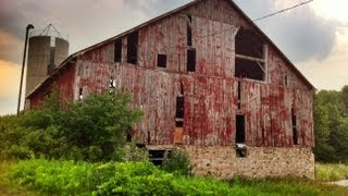 Urban Exploration: Abandoned Vagrant Barn And Silo