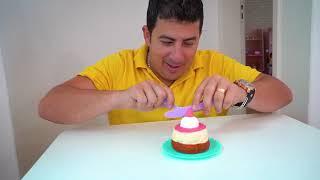 Laurinha e Helena brincam de concurso de beleza para crianças - Pretend play beauty contest for kids