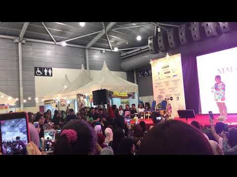 Wany Hasrita - Menahan Rindu (LIVE) At Singapore Expo