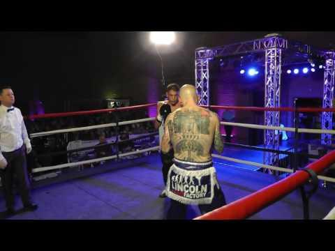 Chris deakin world title fight