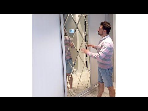 Встроенный шкаф-купе в коридор. Центральная дверь - зеркальное панно. Шкафы Киев.