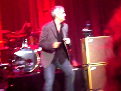 Taylor Hicks sings Lowdown in Royal Oak MI