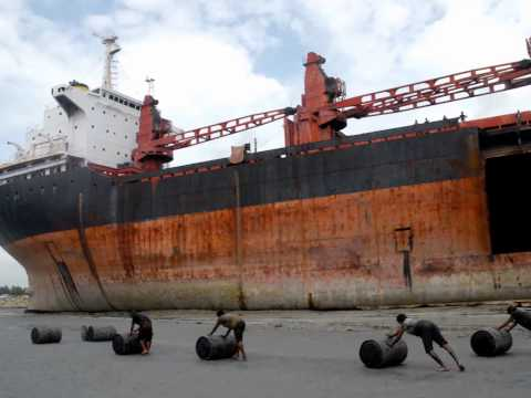 Ship breaking workers daily life