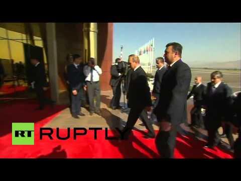 Tajikistan: Putin arrives