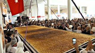 В Анкаре приготовили семиметровую пахлаву-рекордсменку