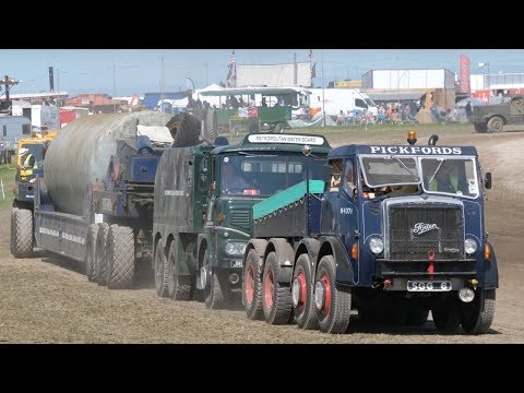 Vintage heavy haulage demonstration