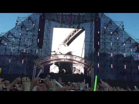 Martin Garrix - INTRO (Poison) [Live @ Weekend Festival Sweden]