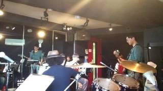 作詞/作曲 紅龍 「銀のタンブリン」 谷本賢一郎、上々颱風 紅龍、Fuming...
