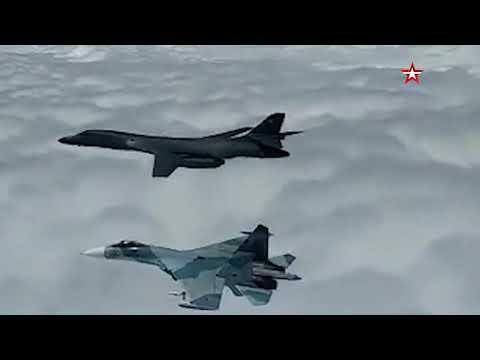 Российские истребители сопровождают