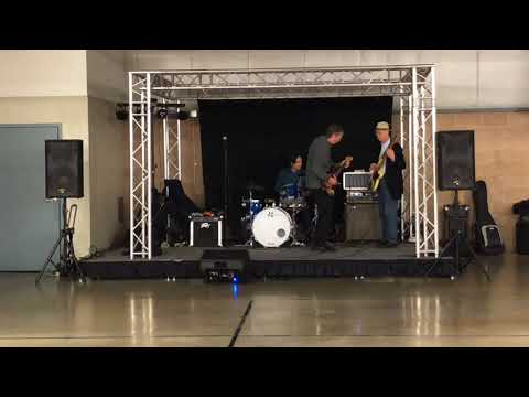 Billy Flynn playing at 7 Mile Fair