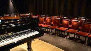 2013年3月にリニューアルオープンした「カワイ梅田」。お客様にピアノの...