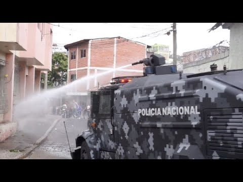 AFP news agency: Police fire tear gas and water cannon during protest in Honduras