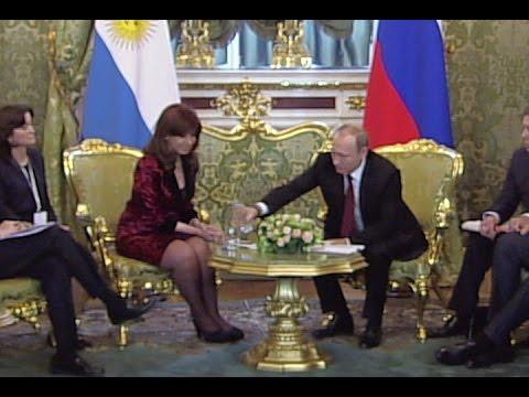 Владимир Путин поухаживал за Кристиной Киршнер во время переговоров