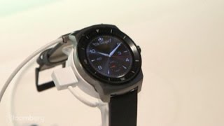 New Smartwatches: Curved Screens, GPS, and Voice Control