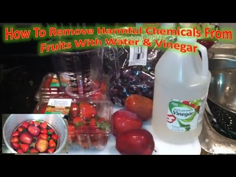 How To Remove Harmful Chemicals From Fruits With Water & Vinegar