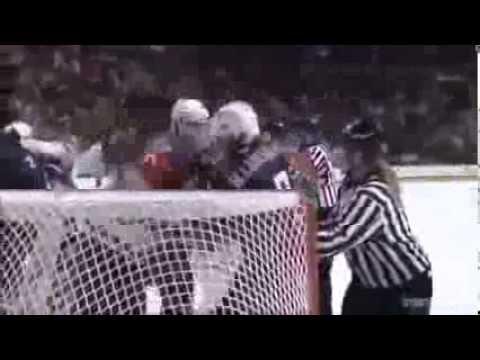 Драка на женском хоккее! Мега прикол!