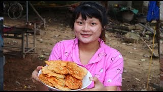 Cooking skills | Sweet potato chips in flour - primitive life | survival skills. HT