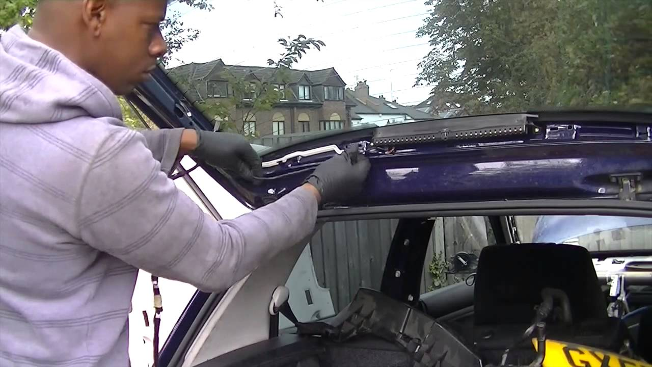 How To Remove A Tailgate Bootlid Youtube