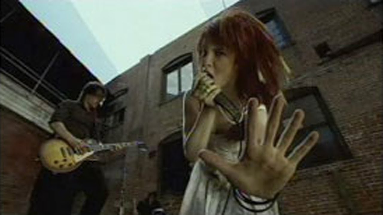 Paramore: Emergency [OFFICIAL VIDEO] - YouTube