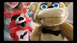 - ANIMATRONIC Foxy Freddy Fazbear FNAF Jumpscare Plush UNBOXING Video REVIEW Five Nights at Freddy s